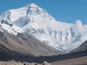 Mt.-Kailash-tour-via-Everest-Base-Camp